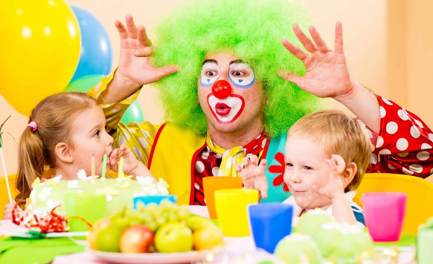 Clown entertainer at kids birthday party